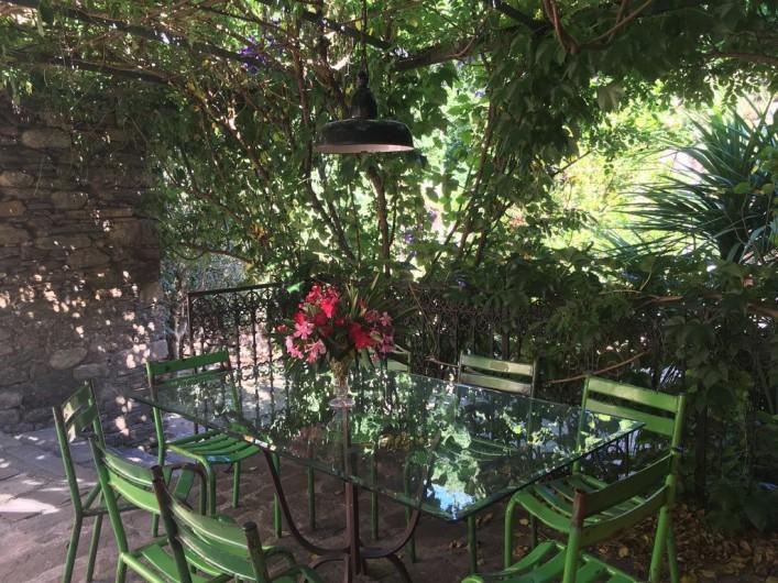 Location de vacances - Gîte à Saint-Vincent-d'Olargues - Terrasse gîte 1