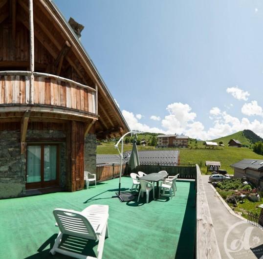 Location de vacances - Appartement à Albiez-le-Vieux - vue terrasse été