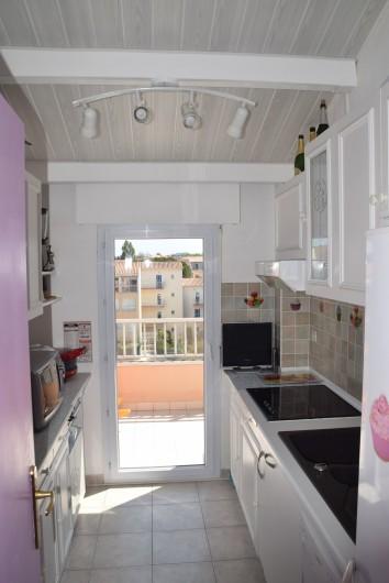 Location de vacances - Appartement à Fréjus - Cuisine
