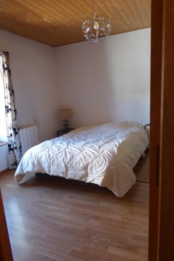 Location de vacances - Appartement à Embrun - Lit double dans la chambre, draps fournis