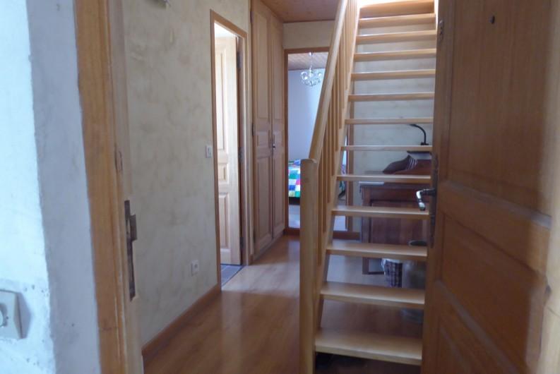 Location de vacances - Appartement à Embrun - Duplex, cuisine et séjour en haut, salle de bains et chambre en bas