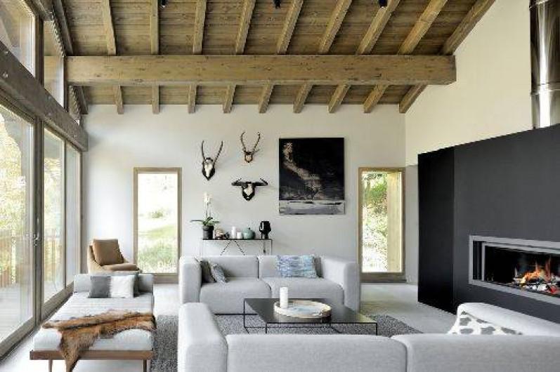 Location de vacances - Chalet à Saint-Martin-de-Belleville - Vue du Salon double hauteur avec cheminée.