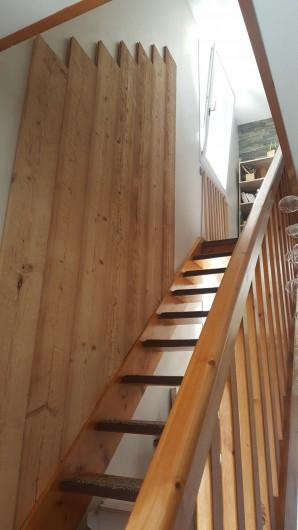 Location de vacances - Appartement à Gérardmer - montée d'escalier