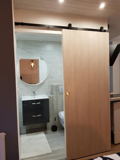 Location de vacances - Appartement à Saint-Montan - Salle de Bain équipée: sèche cheveux, serviettes
