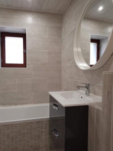 Location de vacances - Appartement à Saint-Montan - Salle de Bain avec baignoire WC