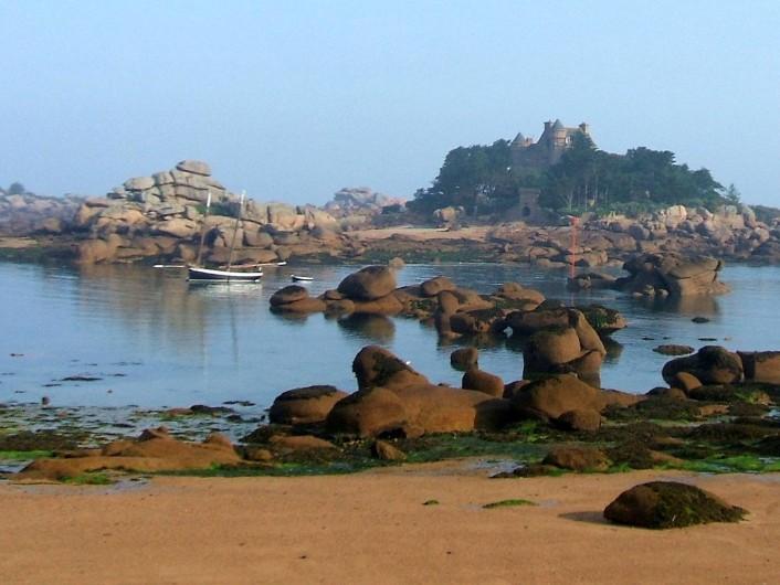 Location de vacances - Gîte à Perros-Guirec - plage&rochers Ploumanach à 100m des 4 gîtes tiploum, 2 à 5 p. Perros-Guirec