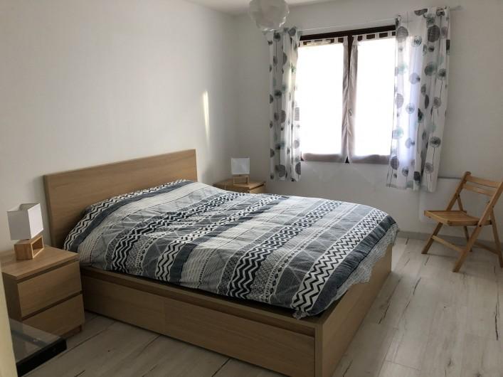 Location de vacances - Villa à La Teste-de-Buch - chambre les Huîtres  Lit queen size