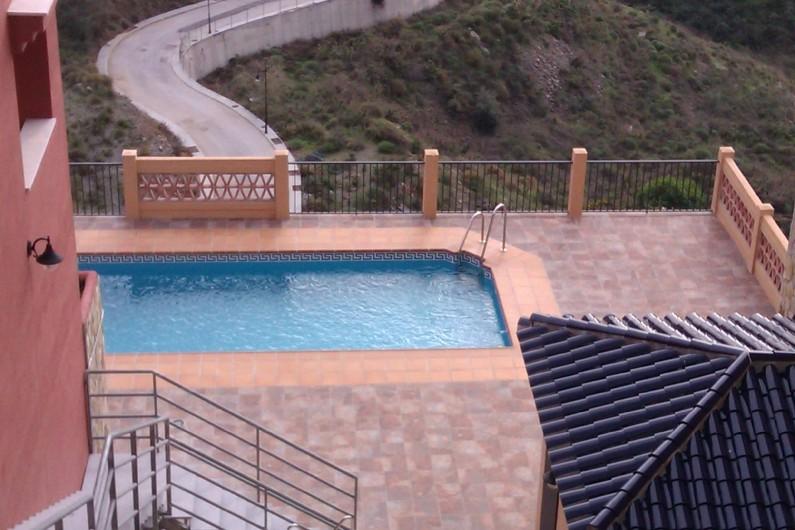Location de vacances - Maison - Villa à Torrox Costa - Piscine commune près de la maison.