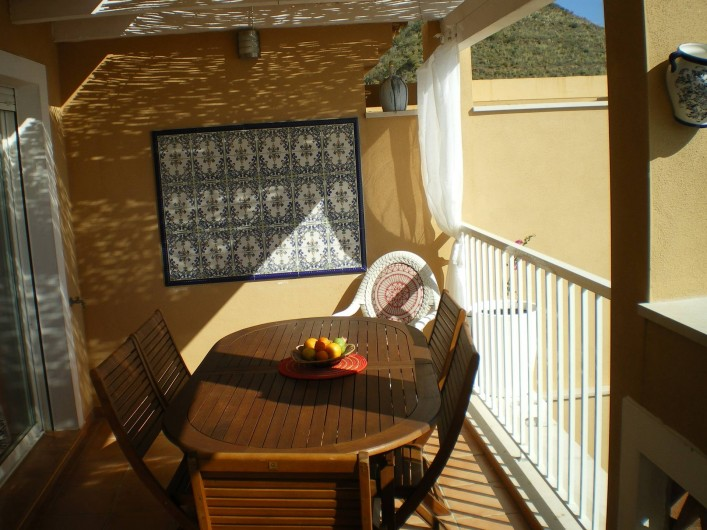 Location de vacances - Maison - Villa à Torrox Costa - Balcon avec table possibilité 9 personnes.