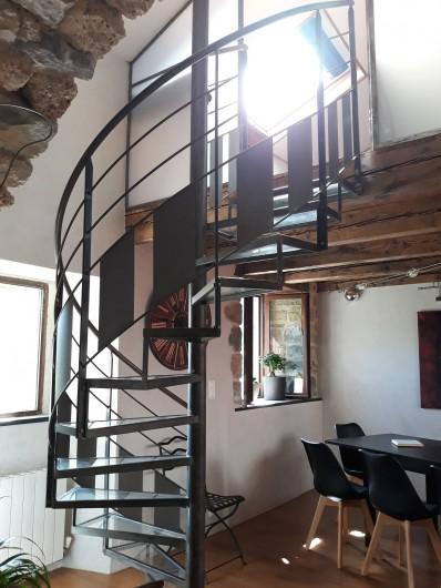 Location de vacances - Gîte à La Cresse - L'escalier de la mezzanine