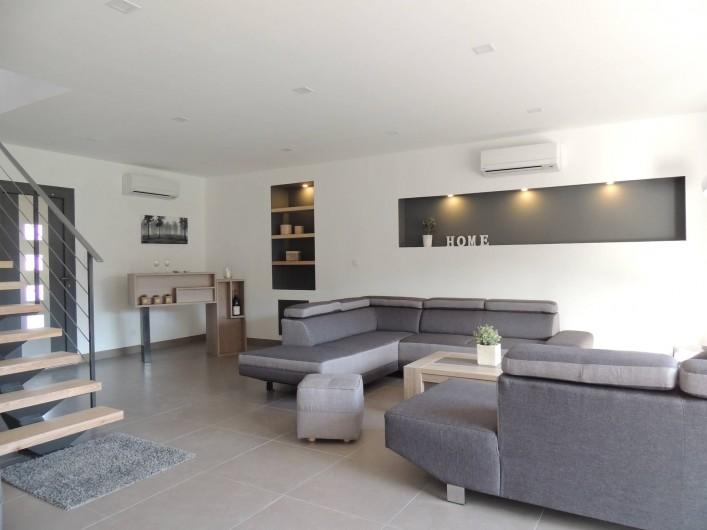 Location de vacances - Mas à Barbentane - Le salon, avec 2 grands canapés pour 10 personnes