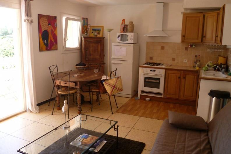 Location de vacances - Appartement à Cavalaire-sur-Mer - Coin repas et cuisine