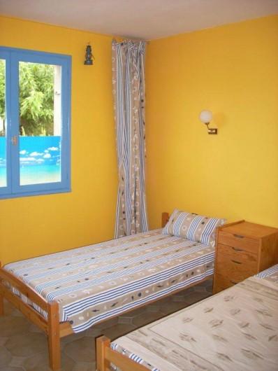 Location de vacances - Villa à Saint-Cyprien Plage - Chambre 1 2 lits en 90