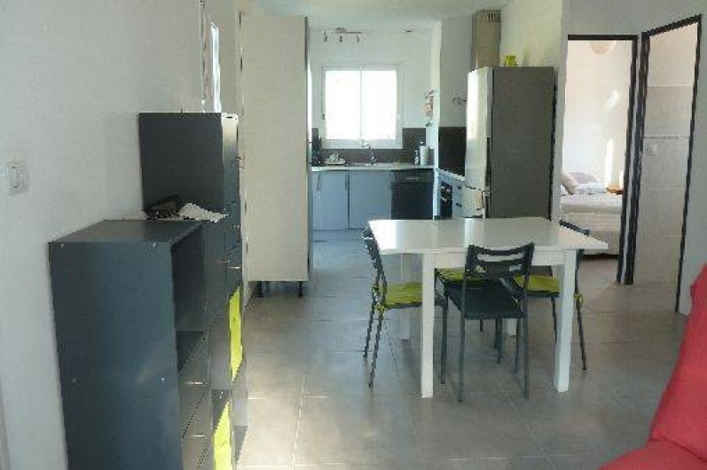 Location de vacances - Appartement à Montescot - cuisine - salle à manger-salon