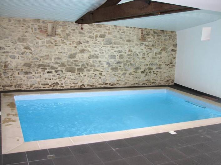 Location de vacances - Gîte à Les Clouzeaux - Piscine intérieure avec système de nage à contre courant et hydromassages