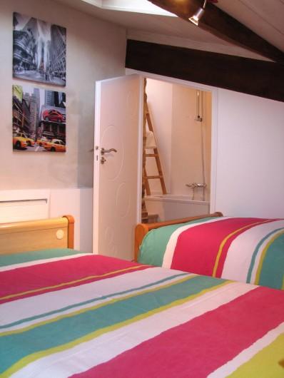 Location de vacances - Gîte à Les Clouzeaux - Chambre l'Amérique avec accès vers la salle de bain double vasques