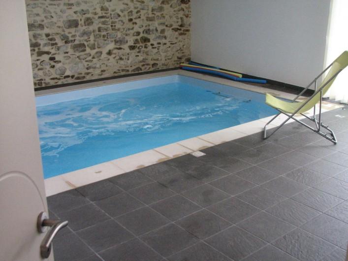 Location de vacances - Gîte à Les Clouzeaux - Porte d'accès vers la piscine intérieure