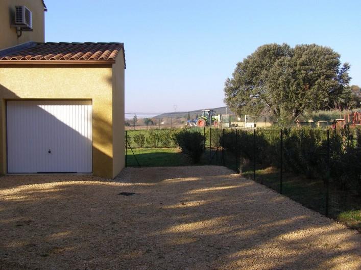 Location de vacances - Villa à Argilliers - parking et garage