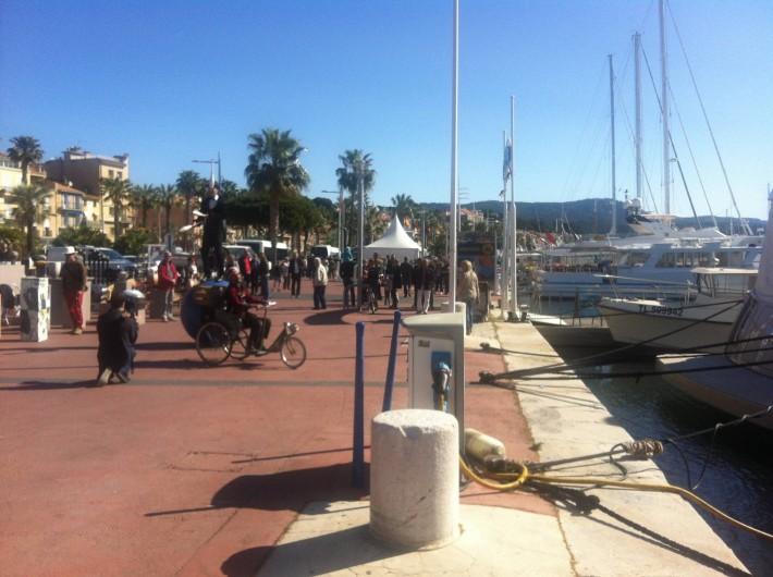 Location de vacances - Appartement à Saint-Cyr-sur-Mer - Bandol avec son marché et commerces à 3 km