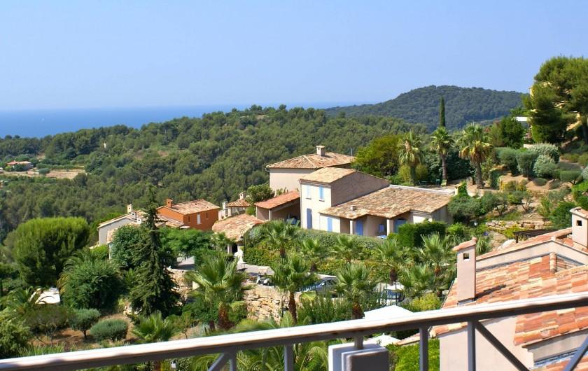 Location de vacances - Appartement à Saint-Cyr-sur-Mer - Vue depuis la terrasse N°2
