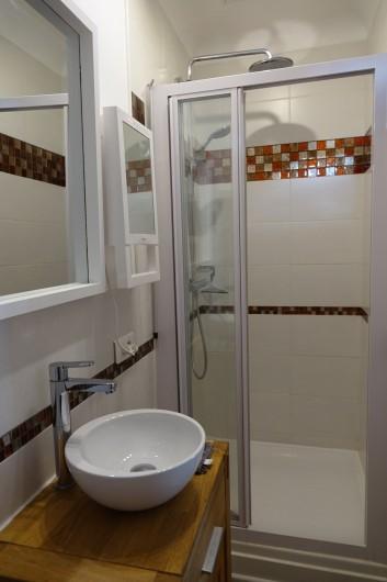 Location de vacances - Maison - Villa à Sarlat-la-Canéda - Salle de bains chambre Ecureuil