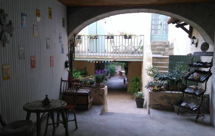 Location de vacances - Appartement à Autignac - Entrée du gîte La Coquillade