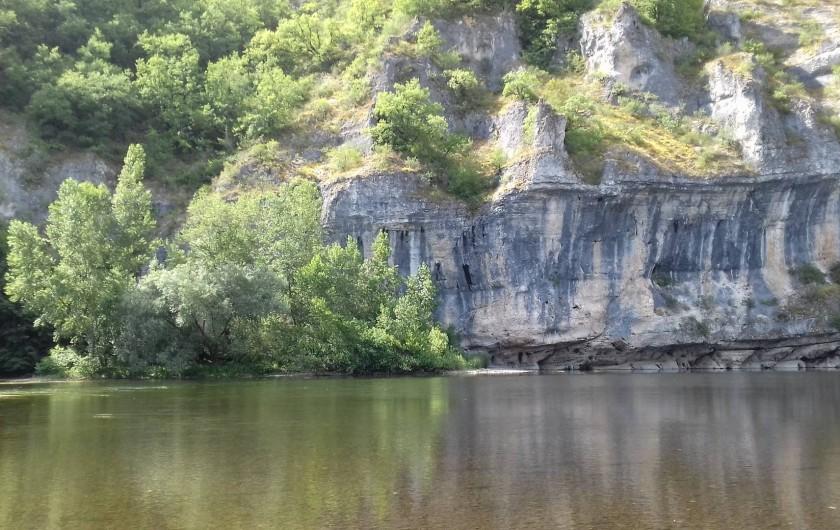 Location de vacances - Gîte à Le Bougayrou - La Dordogne sous les falaises