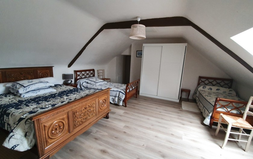 Location de vacances - Gîte à Saint-Gouéno - Chambre n°4 à l'étage Bedroom n°4 upstairs  1  double + 2 lits simples