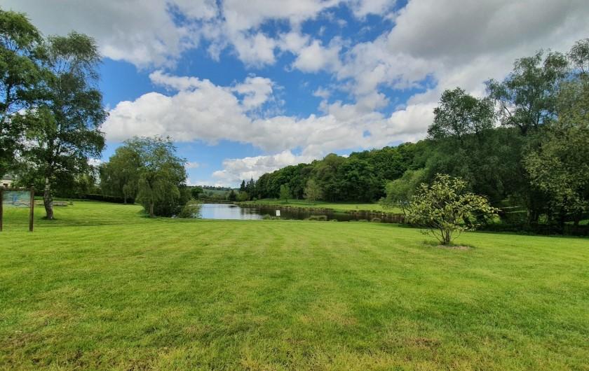 Location de vacances - Gîte à Saint-Gouéno - Etang dans le village Lake in the village